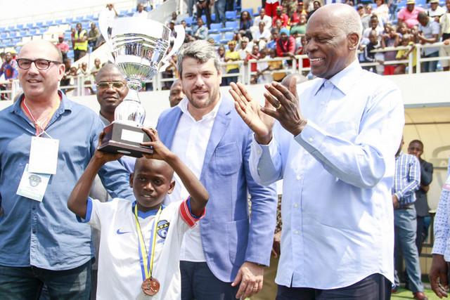 Escuela de Fútbol de Angola. José Luís Garrido y Toni Cortés